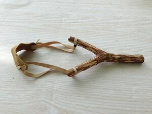 catapult-weapon-shooting-tree-trunk